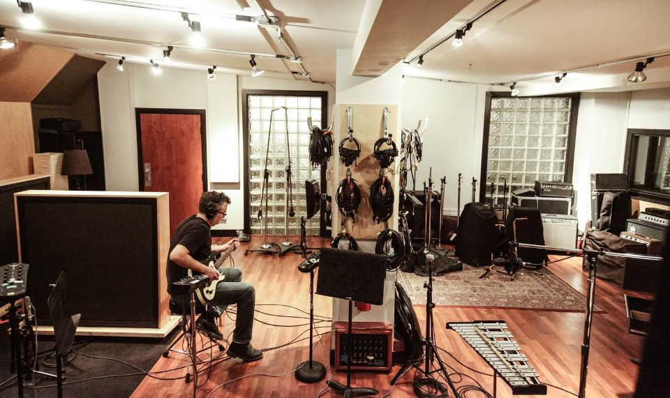 How to build your own studio to record music